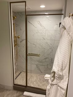 This lovely, relaxing bathroom in the Four Season Houston features a beautiful shower with a QuickDrain linear drain to freshen up in. #quickdrain #hospitalitydesign #lineardrain #luxuryshower #hoteldesign #bathroomdesign