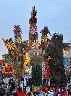 """""""Carnevale viareggio 2012-prima categoria""""Non ti curare di loro ma guarda e passa""""#carnevale #viareggio - Repinned by #hoteltettuccio Montecatini Terme"""