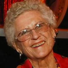 Ann B. Davis - Ann Bradford Davis born May 1926 Schenectady, New York, U. Died June 2014 (aged in San Antonio, Texas, U. Famous Women, Famous People, Ann B Davis, Robert Reed, The Brady Bunch, Thanks For The Memories, Old Tv Shows, Aging Gracefully, Health Articles