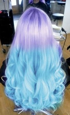 Long hair which starts off with the colour purple and then it goes to blue. MERMAID HAIRRRRR