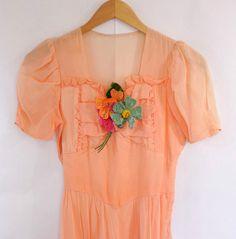 Peach Gown / Multi Color Flower Appliques by Vintage Outfits, Vintage Fashion, Vintage Dress, Mod Dress, Dress Up, 1960s Wedding Dresses, Peach Gown, Picnic Dress, Shabby Look
