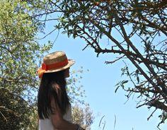 Canotier Sencillo y elegante. Tocados Chic by Inma Segovia Captain Hat, Hats, Fashion, Boater, Simple, Fascinators, Elegant, Moda, Hat