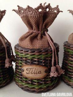 Фотография Paper Weaving, Weaving Art, Hand Weaving, Newspaper Basket, Newspaper Crafts, Willow Weaving, Basket Weaving, Paper Magic, Sewing Baskets