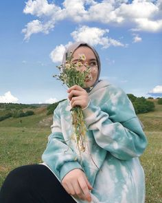 Hijabi Girl, Girl Hijab, Muslim Fashion, Hijab Fashion, Hijab Hipster, Nurse Art, Cute Instagram Pictures, Cute Selfie Ideas, Beautiful Muslim Women