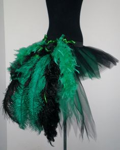 Feather bustle