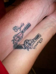 Best matching tattoos for couples, friend or family members. These matching tattoos are elegant and timeless and curated by the best tattoo artists. Couple Tattoo Heart, Cute Couple Tattoos, Cute Tattoos For Women, Tatto Design, Sketch Tattoo Design, Forearm Tattoo Design, Best Friend Tattoos, Sister Tattoos, Bonnie And Clyde Tattoo