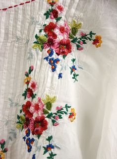 embroidery (wish my embroidery was good enough to stitch this on a blouse) Silk Ribbon Embroidery, Embroidery Art, Cross Stitch Embroidery, Embroidery Patterns, Machine Embroidery, Flower Embroidery, Embroidered Flowers, Art Patterns, Japanese Embroidery
