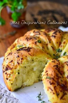 Garlic bread, homemade recipe Source by mffraudeau Tapas, Cooking Bread, Cooking Recipes, Bread And Pastries, Finger Foods, Food Inspiration, Love Food, Food And Drink, Meals