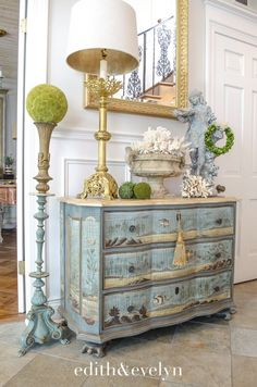 Sommerdekoration mit Korallen und Muscheln Edith & Evelyn - Summer Decorating with Coral and Shells Shabby Chic Furniture, Country Decor, Decor, Furniture, French Decor, Cottage Decor, Wood Floor Pattern, Painted Furniture, Home Decor