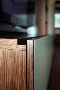 Handleless Cabinets Design Inspiration - The Architects Diary Architecture Details, Interior Architecture, Furniture Inspiration, Design Inspiration, Joinery Details, Furniture Handles, Wood Detail, Apartment Furniture, Cabinet Design