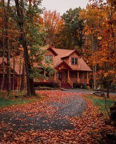 Cozy Cabin, Cozy House, Beautiful Homes, Beautiful Places, Autumn Scenes, Cabin In The Woods, Autumn Aesthetic, Autumn Cozy, Log Cabin Homes