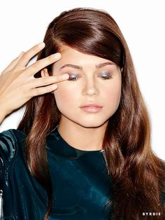 How To: Party-Ready Metallic Eye Makeup in 4 Steps Metallic Eye Makeup, Metallic Look, Layers Of The Epidermis, Party Eyes, Oil Free Makeup, Makeup For Blondes, Lots Of Makeup, Flawless Face, Glamour