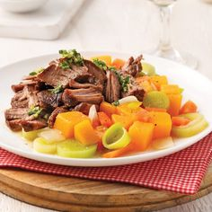 Roulades de steak au bacon et gouda - 5 ingredients 15 minutes Chop Suey, Pot Roast, Macaroni, Casserole, Bacon, Yummy Food, Yummy Recipes, Food And Drink, Cooking Recipes