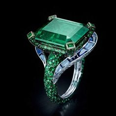 By @degrisogono #emeralds #sapphires #ring #beauty #likeit #instarings #instagood #ringlovers #instajewelry #jewellery #highjewellery #jewelrylovers #jewelry #foreveremeralds #foreversapphires #rings #mm_mucevhermagazin