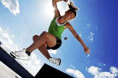 Hanna Mickiewicz playing freestyle footbag - http://www.haniabag.com
