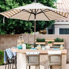 How to Create an Outdoor Bar Space Perfect for Entertaining - Hayneedle Woven Bar Stools, Outdoor Bar Stools, Patio Bar, Outdoor Grill Area, Outdoor Spaces, Outdoor Living, Big Planters, Outdoor Kitchen Bars, Outdoor Patio Umbrellas