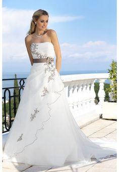 https://flic.kr/p/BDEk5K | Trouwjurken | Trouwjurken vintage, Moderne Trouwjurken, Korte trouwjurken, Avondjurken, Wedding Dress, Wedding Dresses | www.popo-shoes.nl