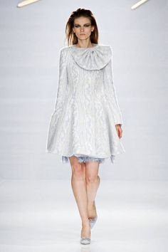 Milan Fashion Week is wrapped up and as the jet-setting fashion flock lands in Paris for the final round of shows, we're racking up some Internet Winter Fashion 2014, Fall Fashion Trends, Autumn Fashion, Hi Fashion, Fashion Show, Fashion Looks, Milan Fashion, Cool Coats, Italian Fashion