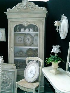 meubles patinés armoire  vaisselier bonnetière grillagée revisitée