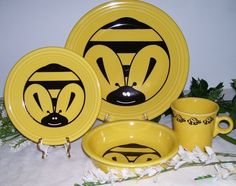 Bees!  This is a new Fiesta / Fiestaware pattern to me!  I love (need?) it!
