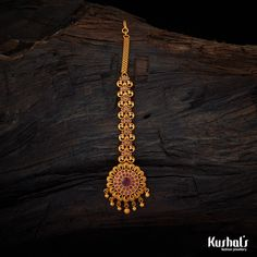 Beautifully Maang Tikka Studded with ruby stones and plated with polish Gold Mangalsutra Designs, Gold Earrings Designs, Gold Jewellery Design, Branded Jewellery, Gold Designs, Latest Jewellery, Indian Wedding Jewelry, Indian Jewelry, Bridal Jewelry