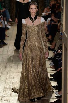 Valentino Fall 2016 Couture Fashion Show http://www.vogue.com/fashion-shows/fall-2016-couture/valentino/slideshow/collection#42