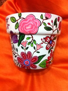 Flores...muy primaveral. Flower Pot Art, Clay Flower Pots, Flower Pot Crafts, Clay Pot Crafts, Clay Pots, Painted Plant Pots, Painted Flower Pots, Painted Vases, Pottery Painting