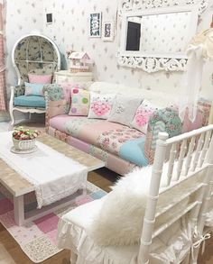 French Provincial Shabby Chic Floral She Shed Room #shabbychicbedroomsromantic