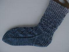 Tanssivat Puikot Socks, Knitting, Fashion, Moda, Tricot, Fashion Styles, Breien, Sock, Stricken