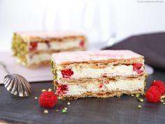 Raspberry Millefeuille - Our recipe with photos - Meilleur du Chef French Desserts, Just Desserts, Dessert Recipes, Sweet Pastries, French Pastries, Millefeuille Rezept, Pastry Recipes, Baking Recipes, Blueberry Desserts