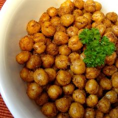 In this snack recipe, chickpeas are simply seasoned and roasted. Also, try as a salad topping Chickpea Snacks, Chickpea Recipes, Veggie Recipes, Healthy Snacks, Healthy Eating, Vegetarian Types, Vegetarian Recipes, Cooking Recipes, Vegetarian Sandwiches