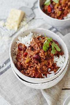 This simple chilli con carne dish is spiced with cumin, paprika and chilli for a rich midweek meal | Tesco