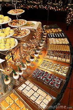 Dessert Table Ideas that will Blow your Mind: Create Yours! This sweet table set up is divine. We could eat it up!This sweet table set up is divine. We could eat it up! Candy Table, Candy Buffet, Decoration Buffet, Table Set Up, Buffet Set Up, Food Displays, Buffet Displays, Festa Party, Wedding Catering