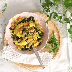 A favourite dish! #curry #cauliflower #carrot #chickpeas #spinach #garlic #coconutoil #coconutmilk #oliveoil #lemonjuice #sesameseeds #pumpkinseeds #coriander #vegan #wholerice #glutenfree #healthyfood #eatwelllivemore #antiinflammatorydiet #alcalinediet