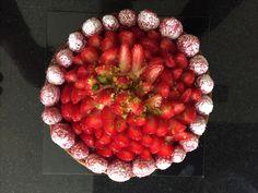 Almond Macaroons, Strawberry, Fruit, Food, Essen, Strawberry Fruit, Meals, Strawberries, Yemek