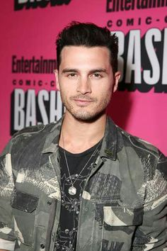 Michael malarkey sdcc 2016 British American, American Actors, Micheal Malarkey, Sdcc 2016, Vampire Dairies, Mystic Falls, Tv Quotes, Famous Men, Vampire Diaries The Originals