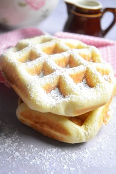 The brioche waffle is an additional smooth brioche dough baked in a waffle iron. Incomparable softness and softness! Chocolate Donuts, Chocolate Recipes, Haitian Food Recipes, New Orleans Recipes, Louisiana Recipes, Food Tags, Belgian Waffles, Baked Donuts, Beignets