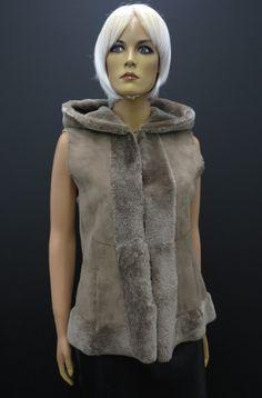 Kožešinová vesta z beránka High Neck Dress, Vest, Fur, Dresses, Fashion, Turtleneck Dress, Vestidos, Moda, Fashion Styles