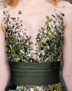 Superbe finition - Broderie de cristaux et paillettes en camaïeu de vert