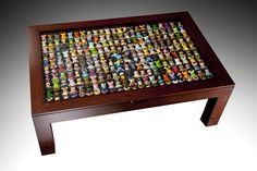 Vinylmation table! Love this idea! If I dont get to this in time, my daughter will have this in her place for sure!