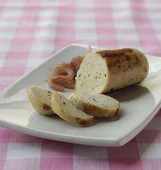 Margot nous dévoile sa recette de boudin blanc maison : aux blancs de poulet et ciboulette. Pas besoin de boyau, un film alimentaire servira pour l'emballage. A parfumer à la truffe, aux noix, aux champignons...