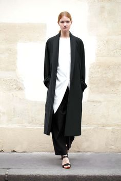 Radical-Simplicity-by-Christophe-Lemaire-at-thecorner.com-_W_-look_01.jpg 3744×5616 pixels