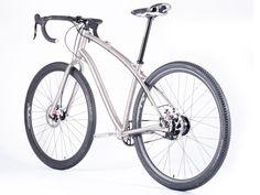 Jeronimo-Cycles_Ti-Gravel-Rohloff_titanium-gravel-road-adventure-bike_rear-3-4.jpg (1600×1200)