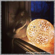 Virkade ljusbollar. Mer info på hemsidan.