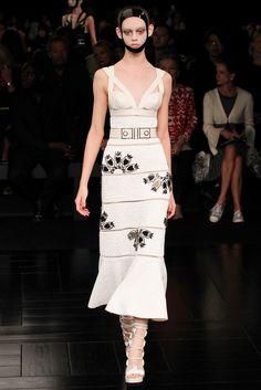 Alexander McQueen Spring 2015 Ready-to-Wear Fashion Show - Ondria Hardin
