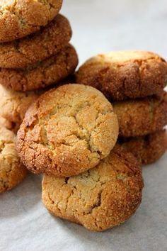 Eigenlijk bak ik echt amper koekjes. Waarom dat weet ik niet maar dat is nou eenmaal zo. Ik bak liever taarten of cakes. Maar koekjes zijn ook te gek! Dat weet ik sinds ik op de glutenvrije markten van de NCV en van glutenvrijemarkt.com sta. Daar heb ik namelijk Marcella van Saluti ... Paleo Cookies, Cookie Recipes, Snack Recipes, Dessert Recipes, Healthy Cake, Healthy Sweets, Healthy Baking, Delicious Desserts, Yummy Food