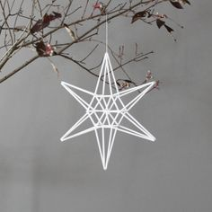 star himmeli hanging mobile--need to make this with natural straw. Noel Christmas, Winter Christmas, All Things Christmas, Christmas Crafts, Christmas Decorations, Christmas Ornaments, Holiday Decor, Decor Crafts, Diy And Crafts