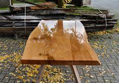 Een uitglijder; Eikenhouten tafel met epoxy afwerking | A Table