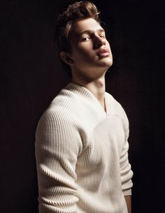 VMAN29 TEENAGE DAYDREAM SWEATER BERLUTI PHOTOGRAPHY PHILIPPE VOGELENZANG FASHION STEVIE DANCE TEXT JASON LAMPHIER ANSEL ELGORT, STAR OF THIS SPRING'S CARRIE REBOOT, JUST MIGHT BE THE CROWN PRINCE OF THE MILLENNIAL GENERATION