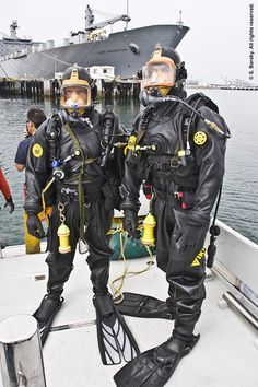 commercial divers with full face mask